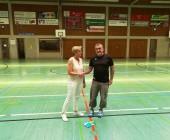 Doris Glunk bedankte sich beim scheidenden A-weiblich Trainer Uwe Peter für seine geleistete Arbeit